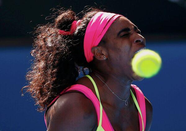 Американская теннисистка Серена Уильямс в полуфинальном матче против Мэдисон Киз