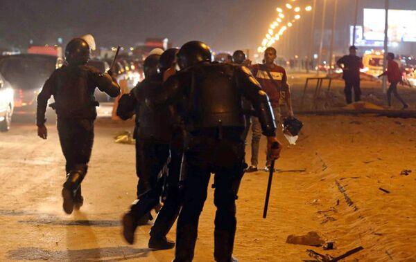 Столкновение полиции и футбольных фанатов на востоке Каира в Египте