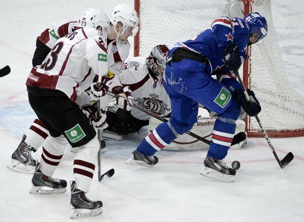 Игровой момент матча СКА - Динамо (Рига)