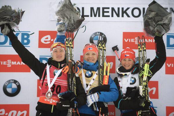 Дарья Домрачева, Кайса Мякяряйнен и Вероника Виткова (слева направо)