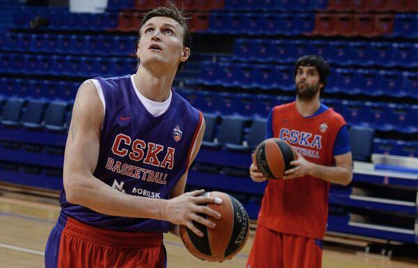 Андрей Кириленко (слева) и Милош Теодосич
