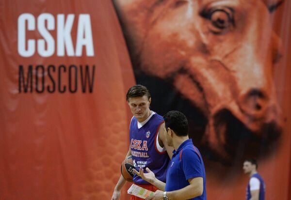 Димитрис Итудис (справа) и Андрей Кириленко