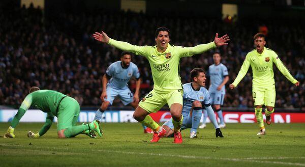 Нападающий Барселоны Луис Суарес в матче Лиги чемпионов с Манчестер Сити