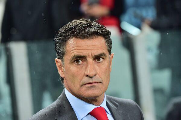Бывший полузащитник мадридского Реала, а ныне главный тренер греческого Олимпиакоса Мичел.