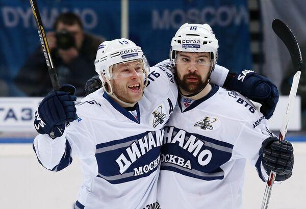 Денис Кокарев (слева) и Каспарс Даугавиньш