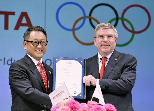 Президент Тойота Акио Тойода и президент МОК Томас Бах