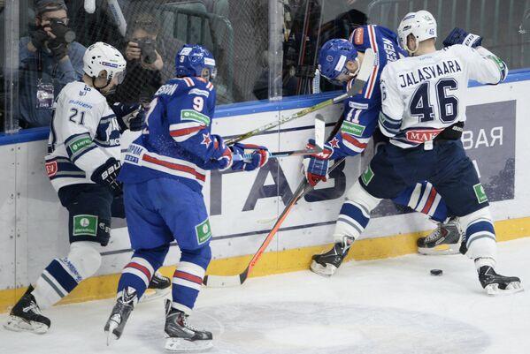 Игровой момент матча СКА-Динамо (Москва)