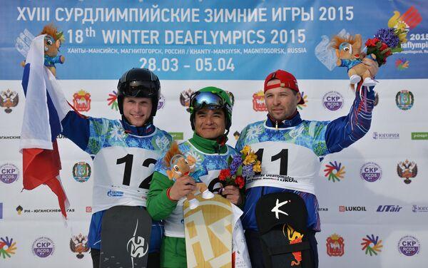 Слева направо: Игорь Ишатенко (Россия), завоевавший серебряную медаль, Харада Нобору (Япония), завоевавший золотую медаль, Роман Хамицевич (Россия)