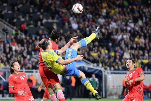 Игровой момент матча Швеция - Иран