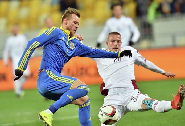Игровой момент матча Украина - Латвия