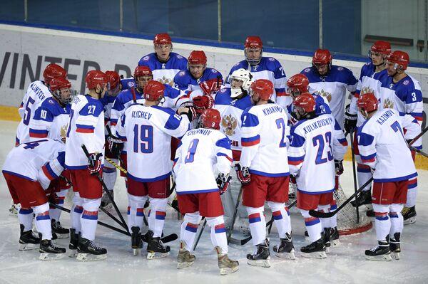 Игроки сборной России по хоккею с шайбой на XVIII Сурдлимпийских зимних играх в Ханты-Мансийске