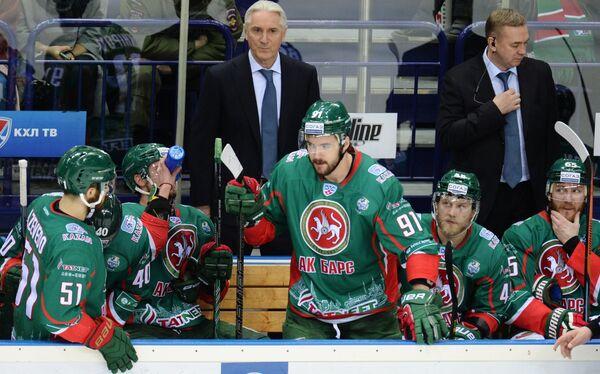 Зинэтула Билялетдинов (в центре)