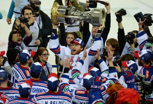 Хоккеисты СКА, ставшие обладателями Кубка Гагарина Континентальной хоккейной лиги сезона 2014-2015