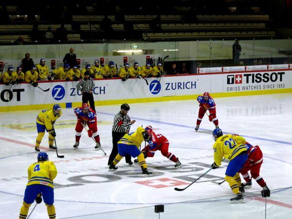 Игровой момент матча ЮЧМ Россия - Швеция