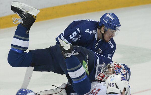 Константин Горовиков (в синей форме)