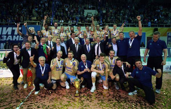 Команда ВК Зенит после победы в финальном матче чемпионата России против ВК Белогорье