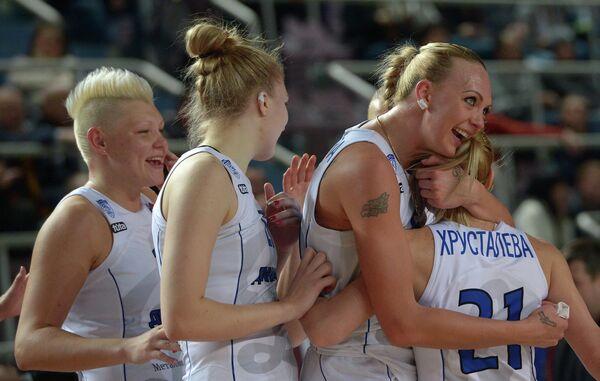 Баскетболистки курского Динамо Кристина Аликина, Татьяна Сема, Ирина Осипова и Мария Хрусталева (слева направо)