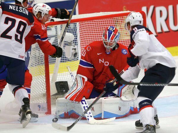 Игровой момент матча между сборными Норвегии и США