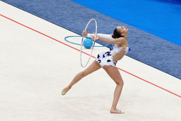 Маргарита Мамун выступает на чемпионате Европы по художественной гимнастике