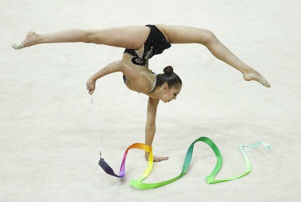 Маргарита Мамун выступает на чемпионате Европы по художественной гимнастике в Минске