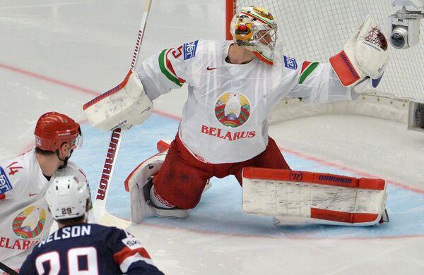 Вратарь сборной Белоруссии Кевин Лаланд (справа)