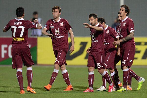 Футболисты Рубина радуются забитому мячу