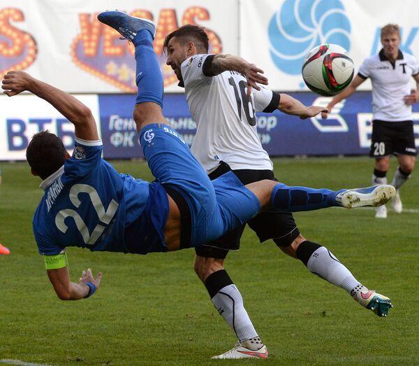 Нападающий Динамо Кевин Кураньи (слева) и полузащитник Торпедо Далибор Стеванович