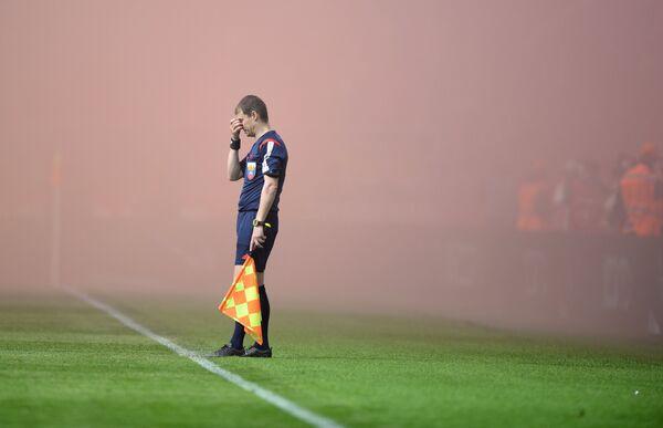 Арбитр во время матча чемпионата России по футболу