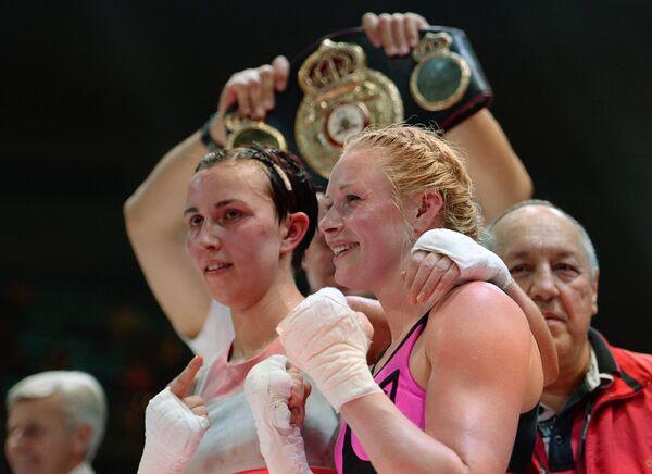Слева направо: Светлана Кулакова (Россия) и Мари Ридерер (Германия)