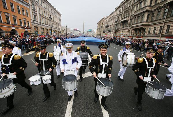 Торжественное шествие во время чествования хоккеистов и руководства хоккейного клуба СКА