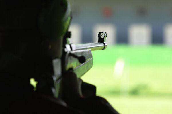Во время стрельбы женщин из малокалиберной винтовки с дистанции 50 м