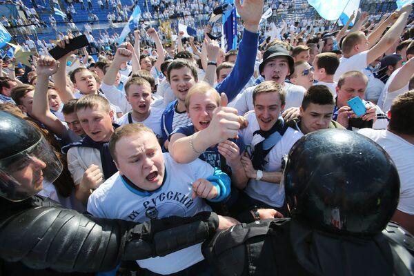 Болельщики ФК Зенит в матче 30-го тура чемпионата России по футболу