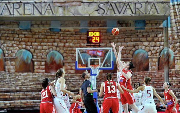 Баскетболистки женской сборной России и баскетболистки сборной Хорватии