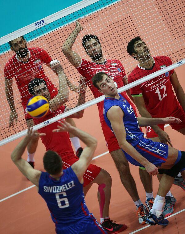 Доигровщики сборной России Евгений Сивожелез, Денис Бирюков (на первом плане слева направо)