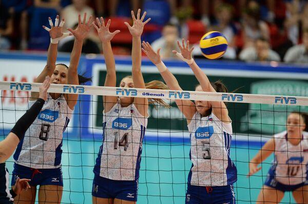 Волейболистки сборной России Наталия Обмочаева, Ирина Фетисова, Александра Пасынкова (слева направо)