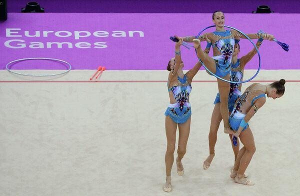 Спортсменки сборной России выступают в соревнованиях по художественной гимнастике
