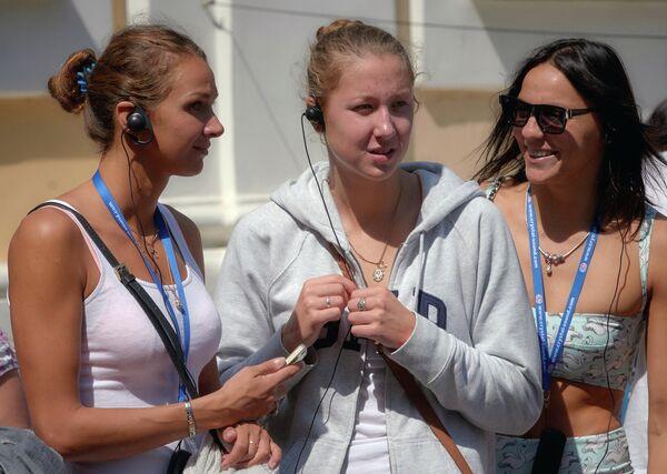 Российские пловчихи Яна Мартынова, Дарья Устинова и Наталья Ловцова (слева направо)