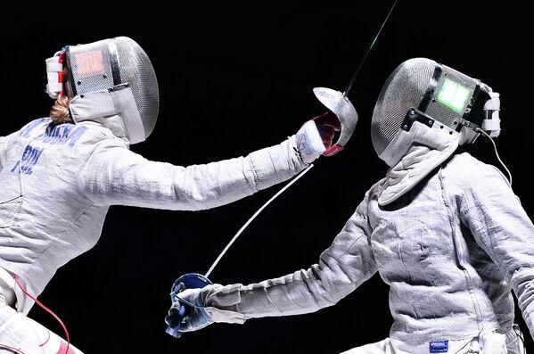 Слева направо: Александра Соча (Польша) и Ибтихадж Мухаммад (США)