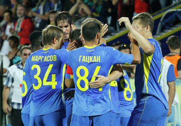 Игроки Ростова радуются забитому голу