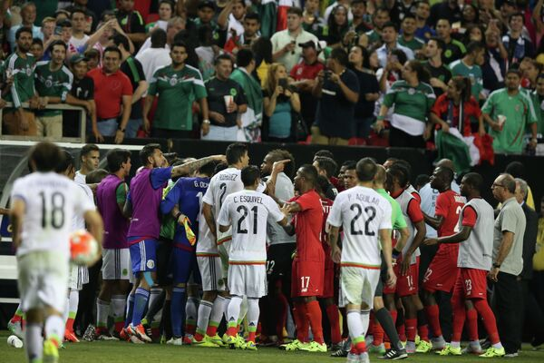 Момент матча Панама - Мексика