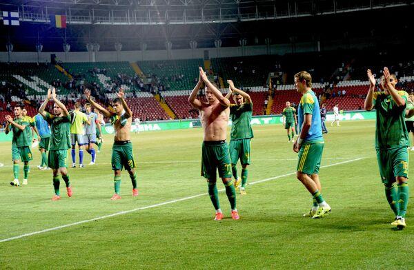 Игроки Кубани благодарят своих болельщиков