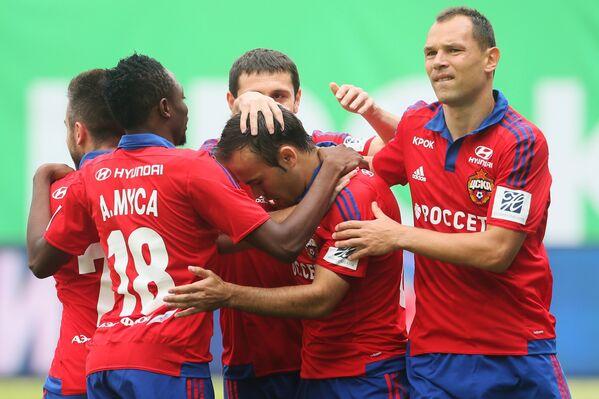 Игроки ЦСКА Ахмед Муса, Бибрас Натхо, Алан Дзагоев и Сергей Игнашевич (слева направо)