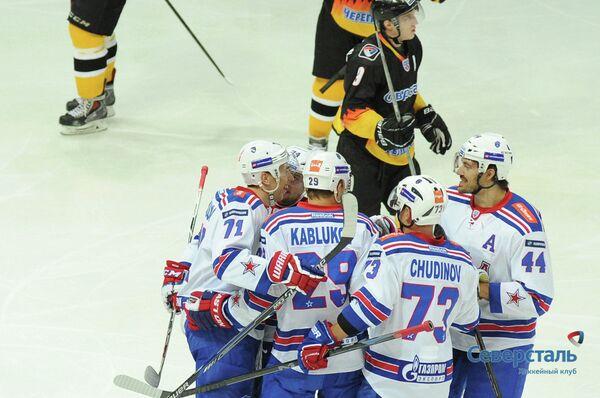 Хоккеисты СКА (на первом плане)