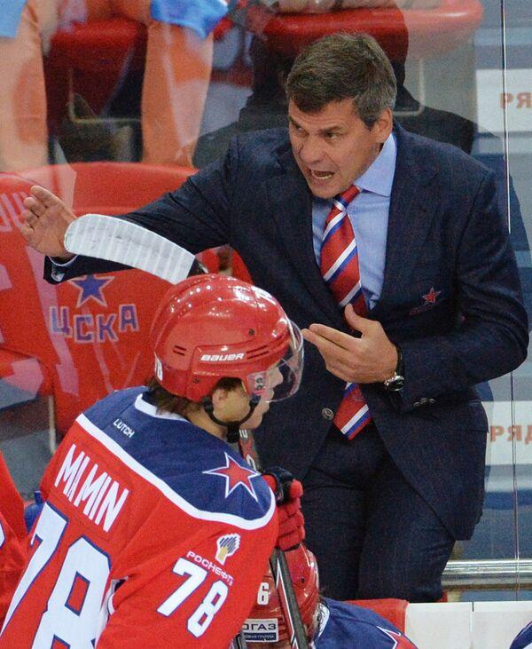 Защитник ЦСКА Максим Мамин (слева) и главный тренер ЦСКА Дмитрий Квартальнов