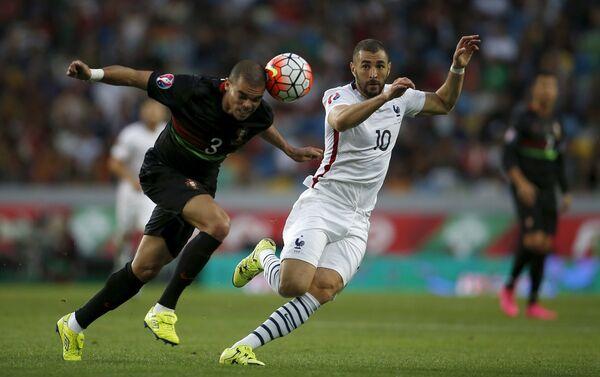 Игровой момент матча между сборными Франции и Португалии