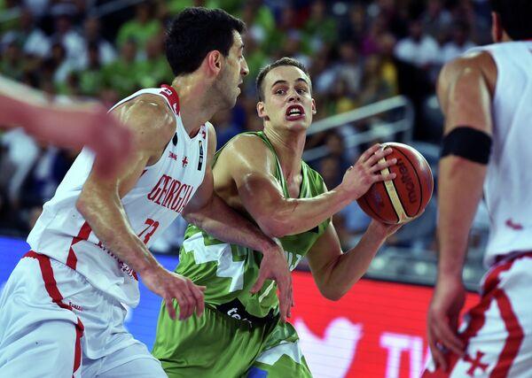 Игровой момент матча Словения - Грузия