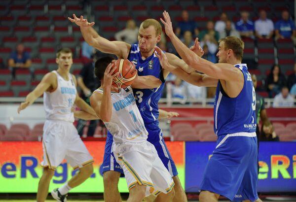 Игровой момент матча Украина - Эстония