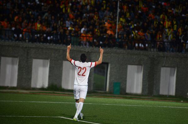 Нападающий сборной Китая по футболу Юй Дабао