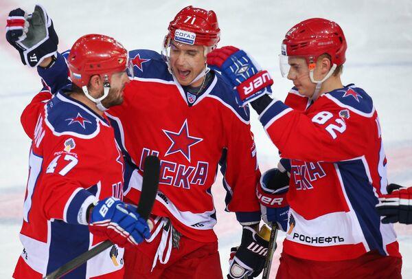Игроки ХК ЦСКА Александр Радулов, Геннадий Столяров и Кирилл Воробьёв (слева направо)
