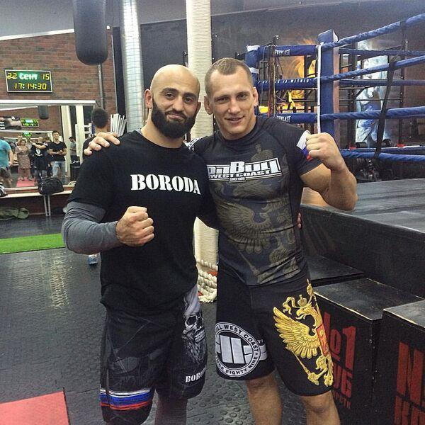 Бойцы смешанных единоборств Адам Яндиев и Вячеслав Василевский (слева направо)